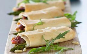 Filoruller med parmaskinke og grønne asparges Lækkerier med asparges, ost og parmaskinke - lækkert også som snack.