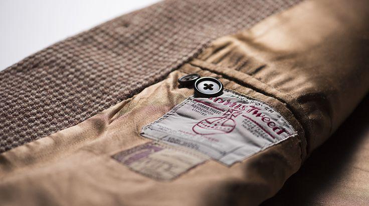 古き良き友のような大切な存在だという「ハリスツイード」のジャケット。今から20年ほど前にスコットランドのスカイ島で出会ったさいの思い出を、中村孝則氏が語る。