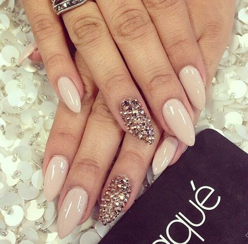 Laque nail bar in California