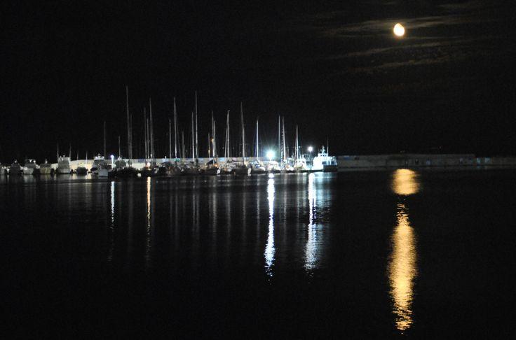 Stintino, luna sul porto di Tanca Manna