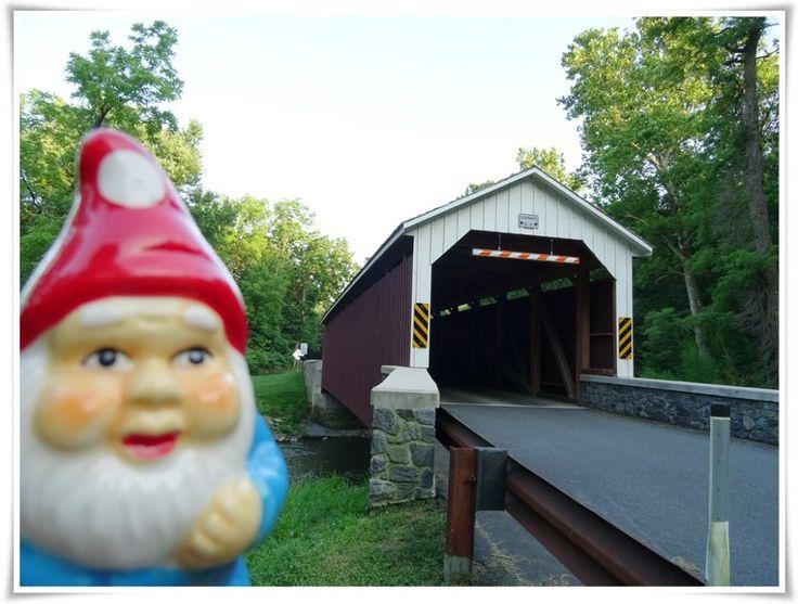 """Mon Naincroyable voyageur devant le """"Siegrist's Mill covered bridge"""", construit en 1885."""