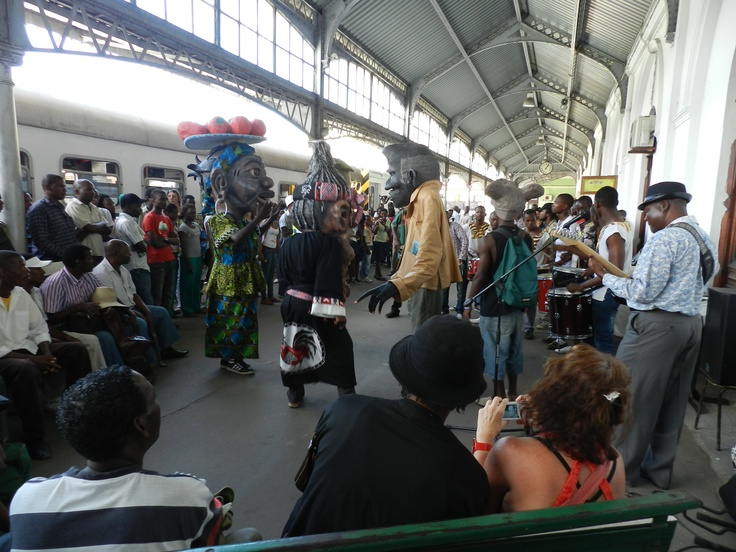 COMBOIO DA MARRABENTA    As part of the 5th Marrabenta festival (26 January- 12 February) on Thursday 2 February a train 'comboio da marrabenta' left to Marracuene for the Gwaza Muthini festival.     The party started off at Maputo's Caminhos de Ferro station with live music and a puppet dancing show.    After the show people got on the train to Marracuene. Visitors of the festival brought their own drums and started playing on the train during the journey, complete with girl's vocals and…
