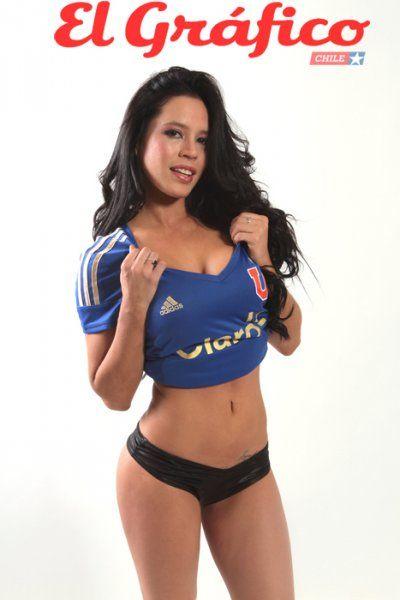 Regalo navideño para los campeones: Angie Alvarado posó con la camiseta de la U - El Gráfico Chile