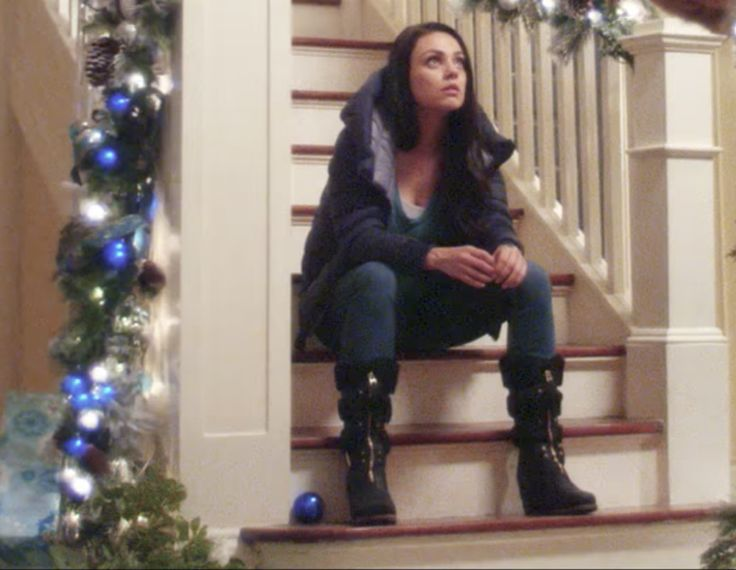 The black boots that Mila Kunis (Amy) is wearing in A Bad Moms Christmas (2017)