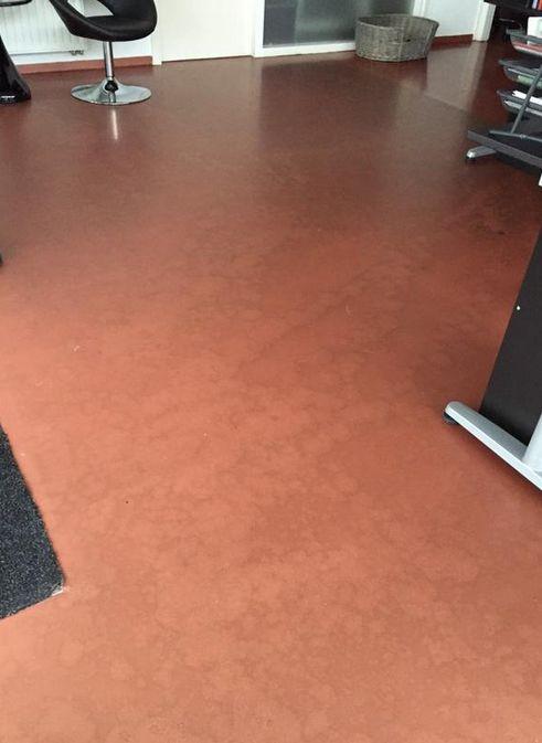 Moordrecht, kantoorpand, koperkleurige vloerafwerking afgewerkt met matte aflak.