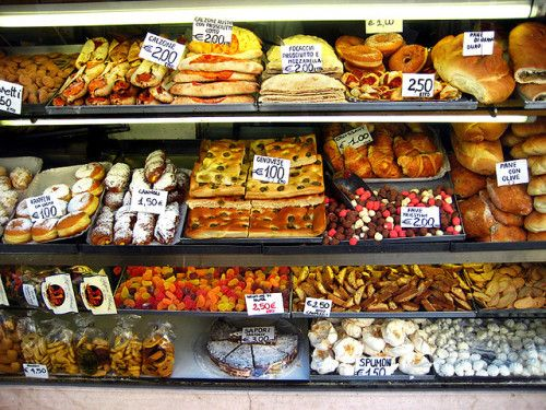 """welcometoitalia: """"  """"Venezia: A bakery (panetteria / pasticceria) window displays things like Focaccia alla Genovese (olive oil flat bread), Fave Triestine (sweets made from almond paste) and cannoli (Sicilian pastries) along with several other..."""