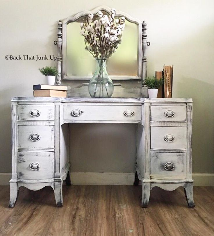 STUNNING! There's no paint like Dixie Belle Paint...This is by Back That Junk Up in Fluff