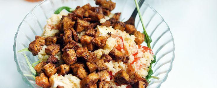 Gewoon wat een studentje 's avonds eet: Couscous met tomaat, feta, tofustukjes met Mexicaanse kruiden en rucola