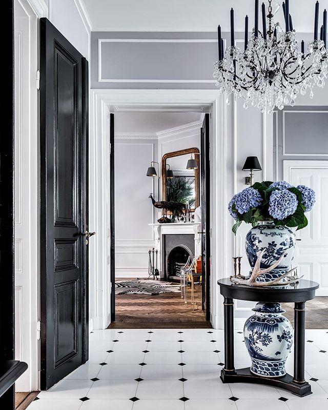 Hortensior, finns det någon finare blomma? 📷 av @henriknero  #inredningsdesign #inredning #interiordesign #design #homedecor #scandinavianstyle #nordicdesign #interior #stockholm #östermalm #hortensia #flowers