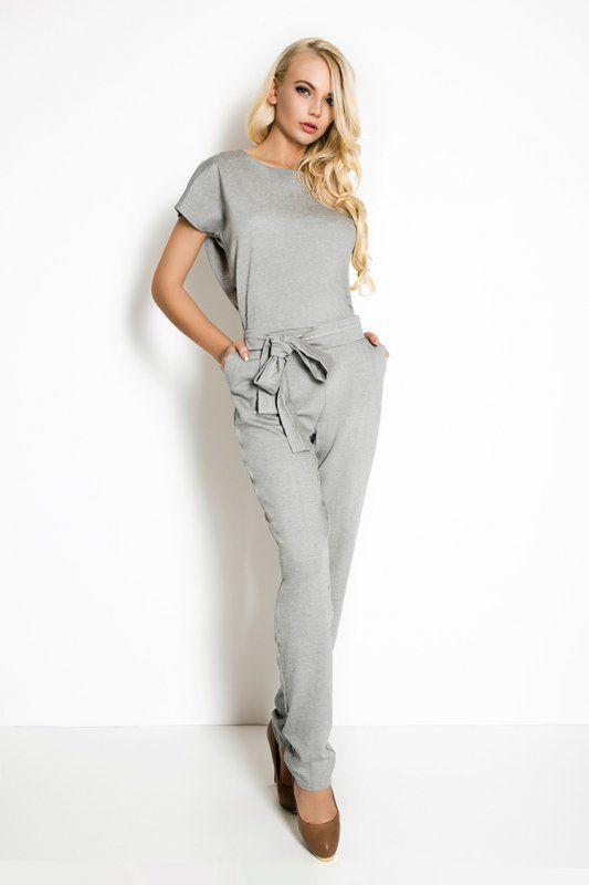 Elegancki kombinezon damski, uszyty z przyjemnej w dotyku tkaniny. #kombinezon #kobieta #moda #trendy #szarość