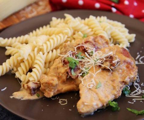 Ha unod már a rántotthúst, itt az ideje, hogy kipróbálj valami mást, vasárnapi ebéd gyanánt! Ez a csirkemell hamar kész van, és elképesztően könnyű elkészíteni. Folyton rohanó háziasszonyoknál előnyben!