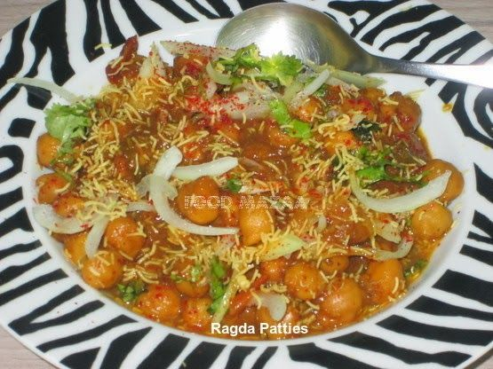 Food Mazaa: RAGDA PATTIES Tangy snack .. potato cutlets topped with spicy chick pea curry.