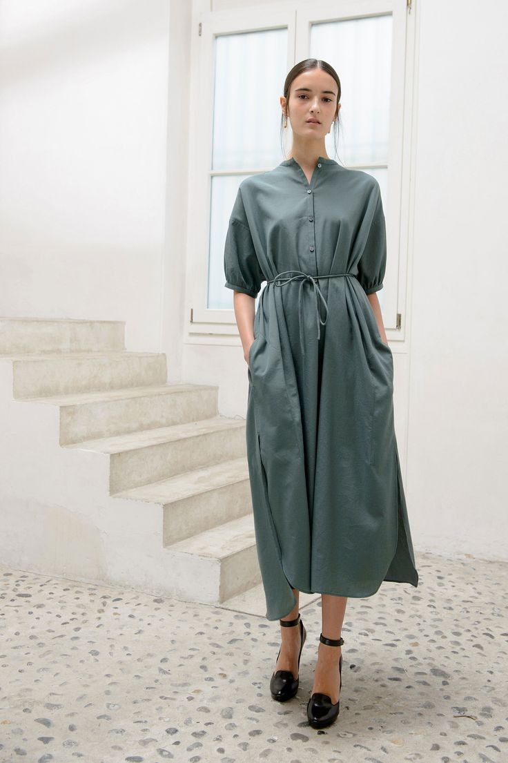 12. Maxi shirt-dress in light cotton twill / Wedge sandals in calf leather