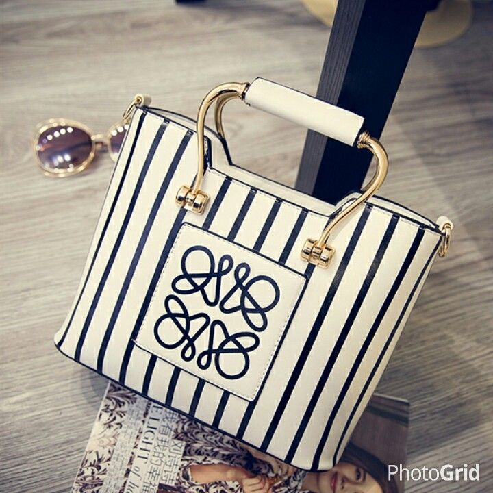 MATERIAL PU LEATHER SIZE LENGTH 28 HEIGHT 20 DEPTH 9 STRAP 120 WEIGHT 700GR AVAILABLE IN WHITE STRIPE PRICE 165K