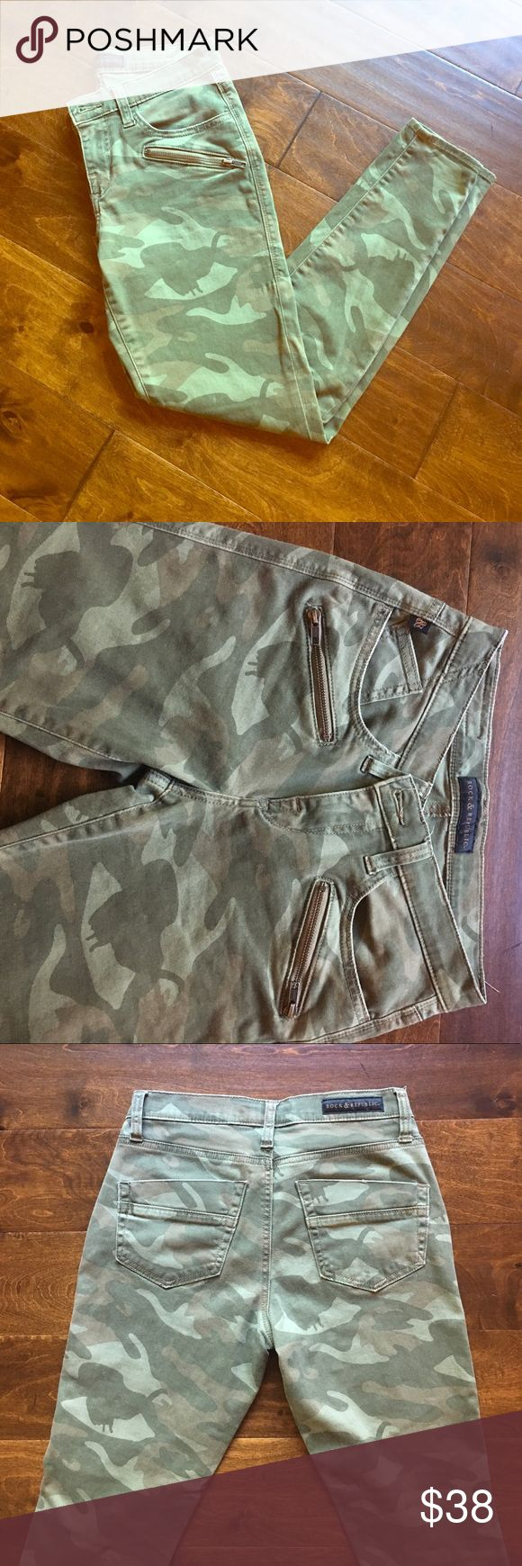 """Rock and Republic Cropped SkinnyCamo Jeans 4/6 Excellent condition Kashmiere style camo jean. Super cute zipper slash pockets under regular pockets. 27.5"""" inseam. Fit is very skinny for a 6, looser for a size 4. Rock & Republic Jeans Skinny"""