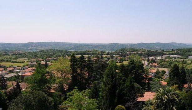 Dal parco della villa comunale di Casciago la vista è davvero unica... un bello scorcio sul lago e sul paese!  Foto di ITCvarese