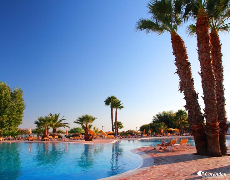 In het mooi gelegen Golden Club Cabanas beleeft u een onvergetelijke vakantie aan de Algarve. Het ruim opgezette en stijlvolle resort beschikt over vele faciliteiten waaronder zwembaden, sauna, entertainment en diverse sportmogelijkheden die uw zonvakantie compleet maken!