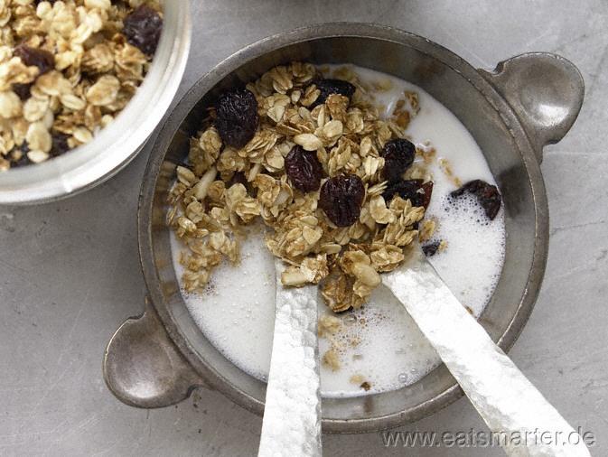 Frühstück auf Vorrat, schön knusprig und süß: Hafer-Pinienkern-Crunchies - smarter - mit getrockneten Kirschen. Kalorien: 196 Kcal   Zeit: 25 min. #breakfast