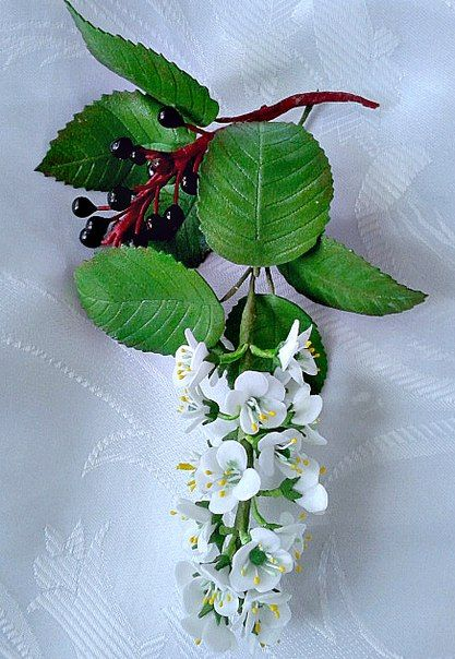 Цветы и украшения ручной работы из фоамирана.