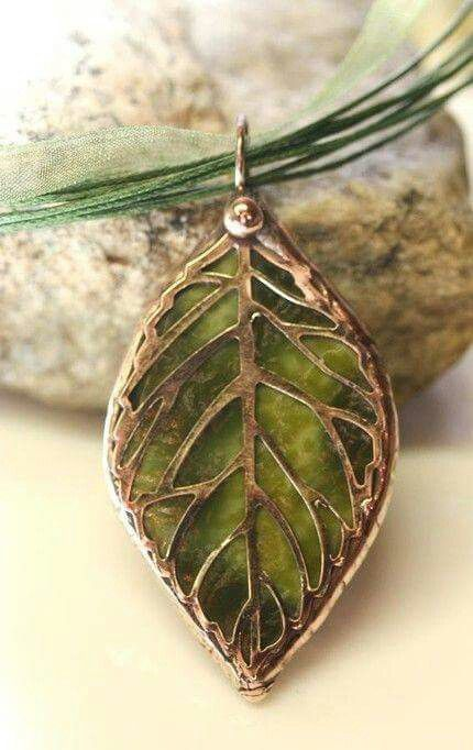 ☮ American Hippie Bohéme Boho Style Jewelry ☮  Leaf Pendant