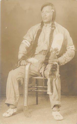 Мужчина Не Персе с веером, 1900 год.