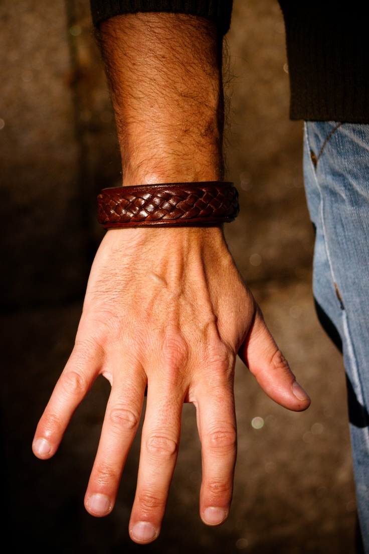 Special celtic leather bracelet for men, handmade in Galicia. Tax free