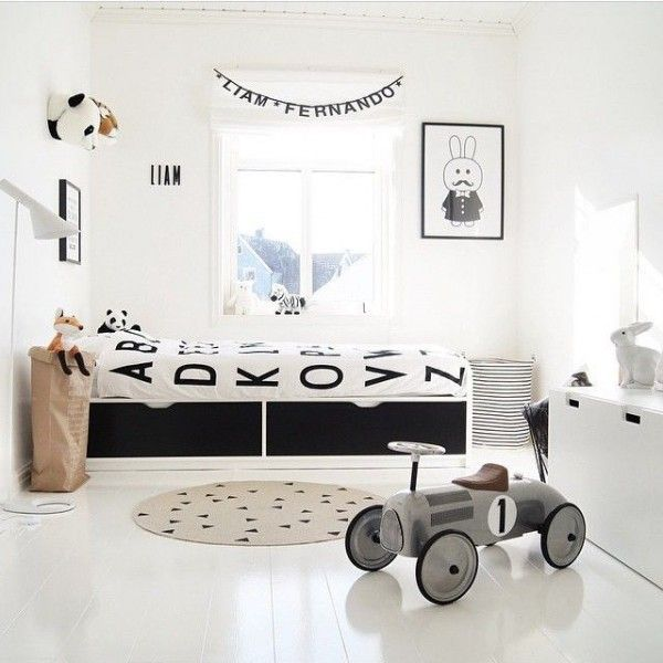 Perfect Nordic style kids room in black and white with touches of gray. Love!