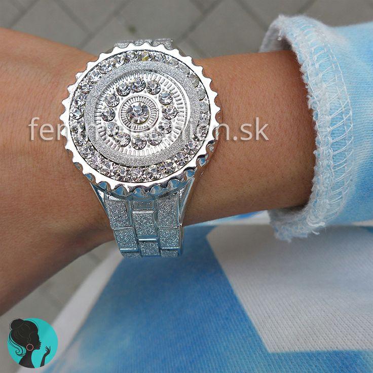 Kovový náramok imitácia hodiniek v striebornej farbe Silver O'clock http://femmefashion.sk/naramky/1386-silver-oclock.html