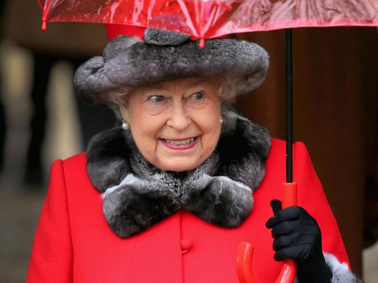 INTERNATIONAL: Queen 'nearly shot' by Buckingham Palace guard while walking late at night – St. Lucia News Online