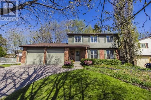 SOLD!!! Wonderful executive home in mature St Thomas neighbourhood. Offered at $274900. Quiet crescent. Great for families and entertaining.