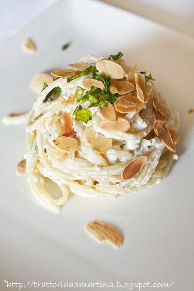 Spaghetti ricotta, limone a mandorle a lamelle - Trattoria da Martina - cucina tradizionale, regionale ed etnica