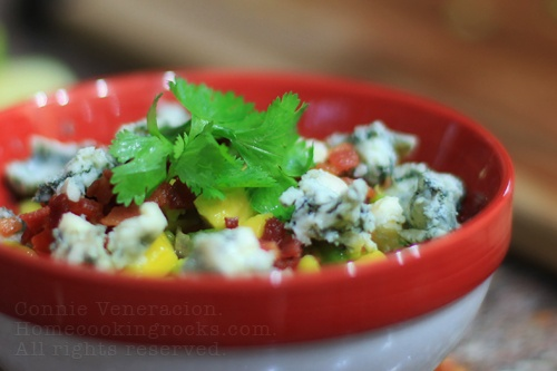 Chunky guacamole with sage, bacon and blue cheese on http://casaveneracion.com
