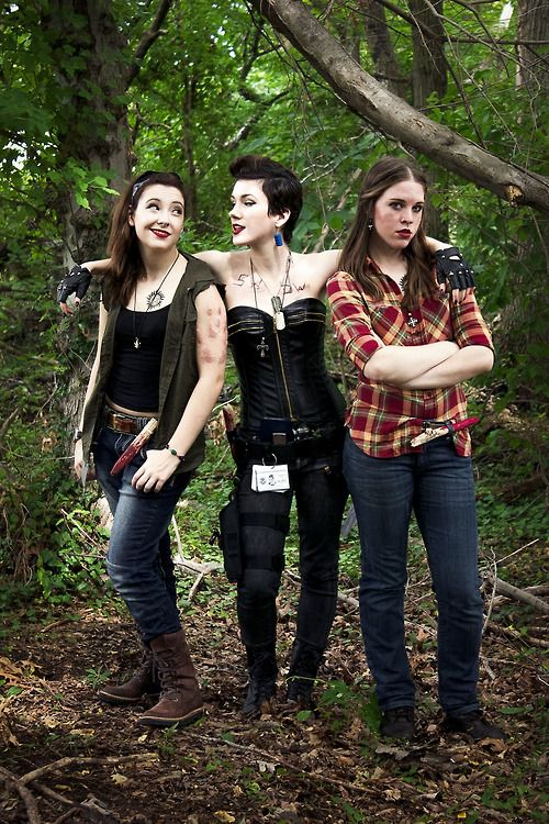 Literal best gender bend Supernatural cosplay ever.  Sat here wondering who the heck the girl in the middle was til I saw the initials on her chest.