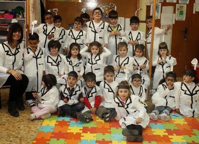 Disfraz cientificos http://infantilsantaanacaspe.blogspot.com.es/2014/02/somos-cientificos-locos.html