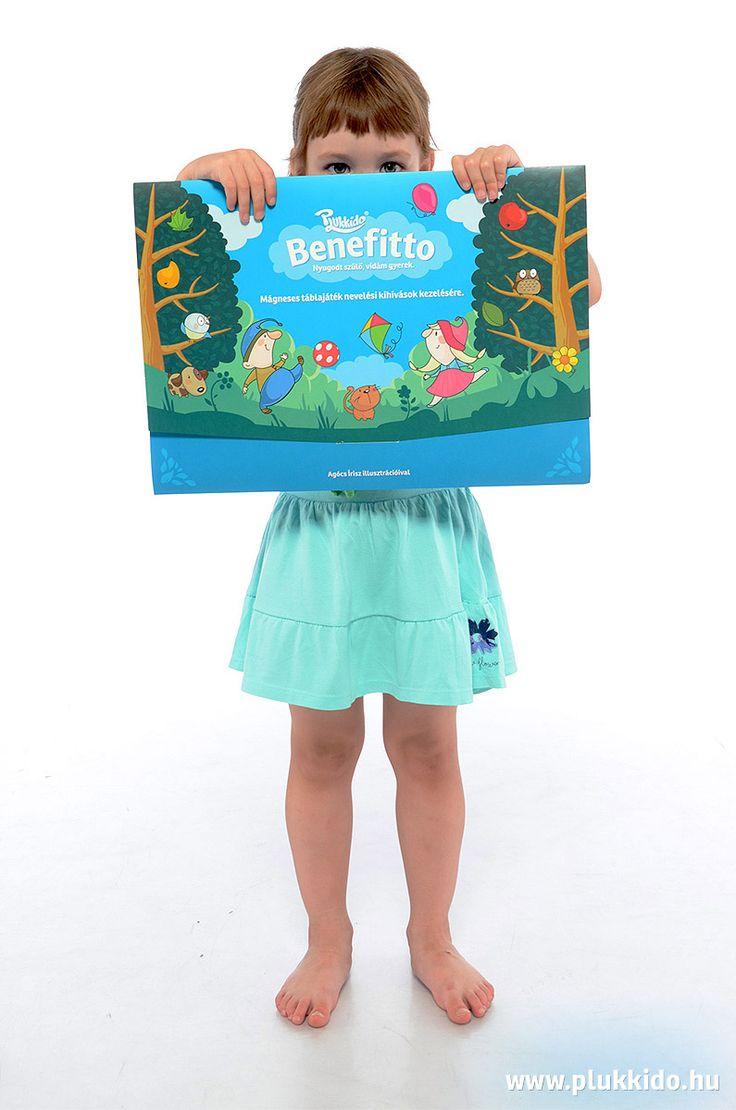 Lili hiding behind the Benefitto box :)