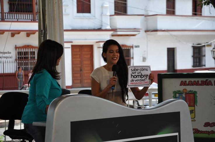 Difusion en Medios de Comunicacion. Campaña de masculinidades de El Diván Rojo en Copacabana, a propósito del día del hombre. Viernes 16 de marzo – 9 am a 9 pm