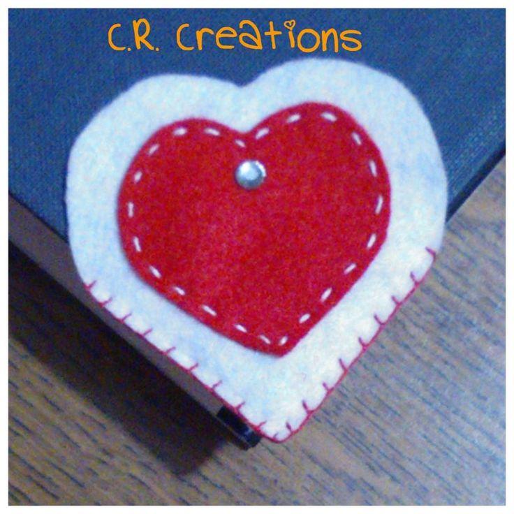 segnalibro a forma di cuore in feltro #segnalibro #bookmark #felt #handmade #cuore #heart