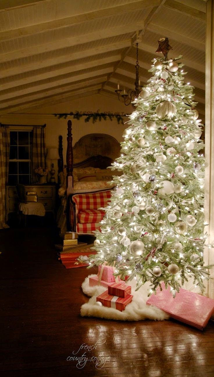 FRENCH COUNTRY COTTAGE: A very merry Christmas tree - this tree is stunning!
