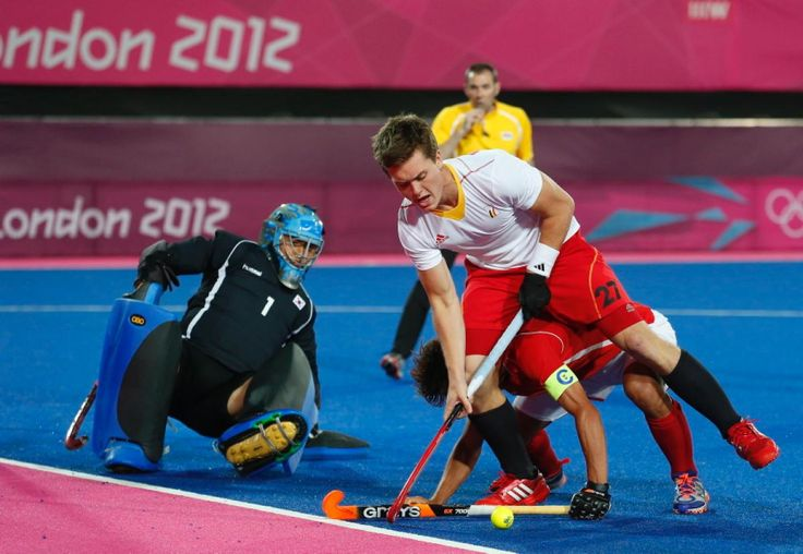 14 | 17  OLYMPICS DAY 7 - FIELD HOCKEY  Belgium's Tom Boon (R) challenges South Korea's goalkeeper Lee Myung Ho (L) and Lee Seung Il during their men's Group B hockey match.(1200×829)