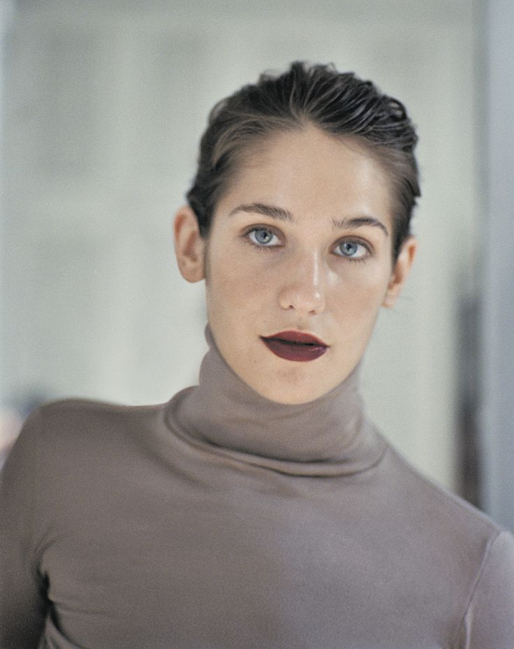 Lola Kirke. Bard grad.  Dad drummed for Bad Company & Free.  Sisters are Jemima (Tiny Furniture) & singer Domino.  Cousin is Alice Dellal.