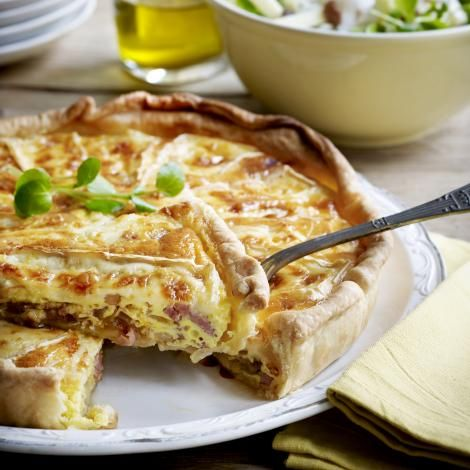 Quiche met brie en witloofslaatje. One day I can read this recipe... lol