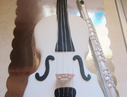 1000 images about violin cake on pinterest chocolate for Violin decorating ideas