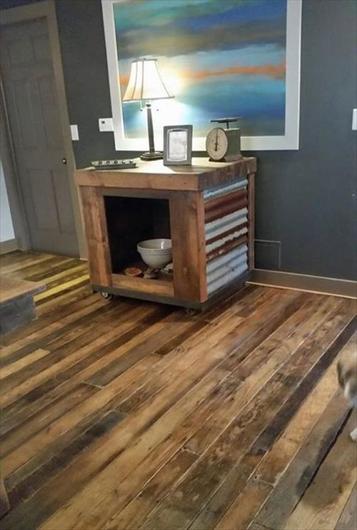 Checkout this wooden pallet flooring! Isn't it amazing and awesome? Want to have this one? Then what are you waiting for? Just grab wooden pallets are start following the DIY tutorials to make it.