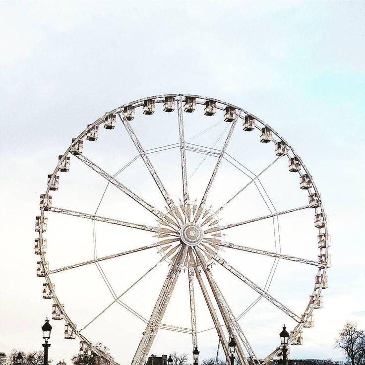 Rueda de Chicago NO, de Paris!!!! . #city_minimal #ruedadechicago #instagram #vscocam #vsco #vscogood #nothingisordinary #candyminimal #minimalism #rsa_minimal #pocket_minimal #livingpastel #mindtheminimal #learnminimalism #minimalint #rsa_nature #igersparis #igersfrance #paris #francia #france #gradientnation #fun #supermegamaster_pics #eraminimal #topminimal #rsa_minimal_round