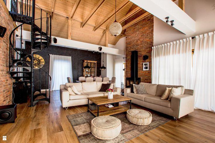 Dom letniskowy pod Warszawą - zdjęcie od Pracownia OFFee - Salon - Styl Tradycyjny - Pracownia OFFee brick wall | modern | living room | inspiration | attic | home | fireplace