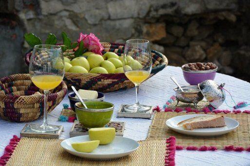 C mo poner una mesa para disfrutar del desayuno el for Mesa desayuno