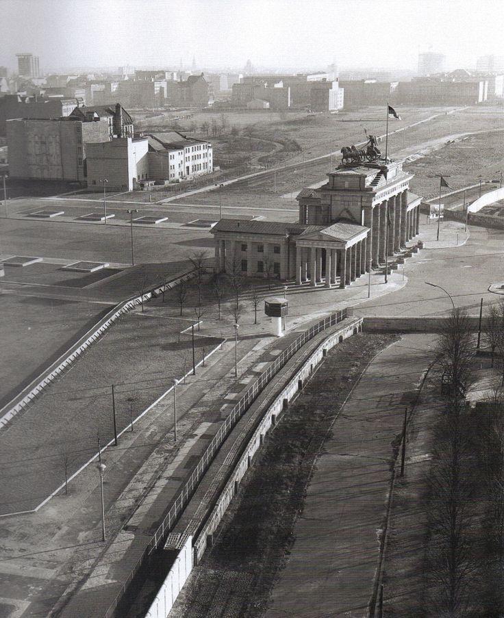 Klaus Eschen Berlin Am Brandenburger Tor Ca 1965 Berlin Wall West Berlin Berlin Germany