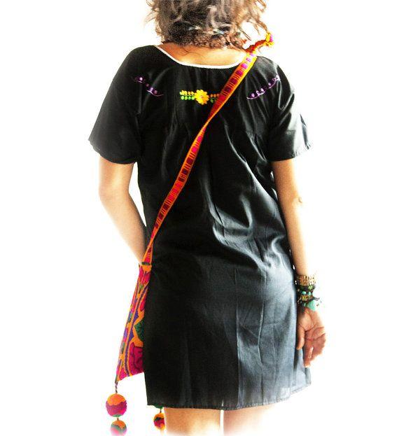 Robe brodée mexicain slim fit noir de lune par AidaCoronado sur Etsy