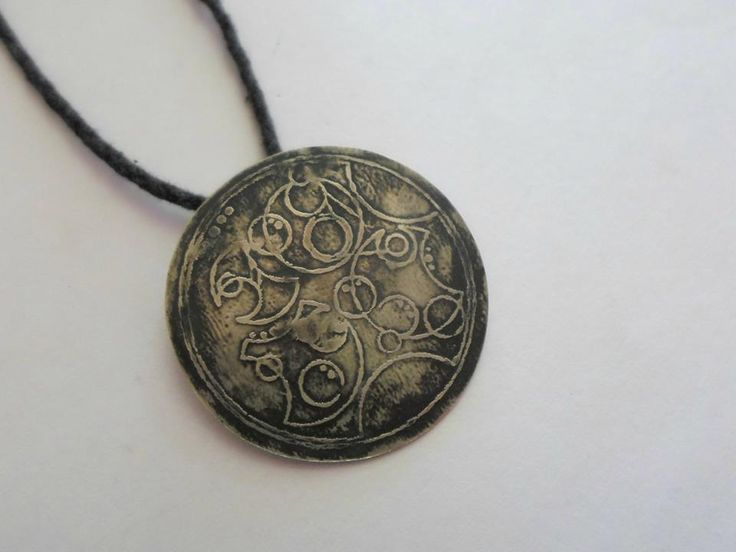 doctor who pendant necklace with gallifreyan