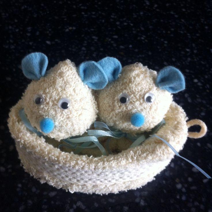 Baby cadeautje gemaakt van 1 washandje